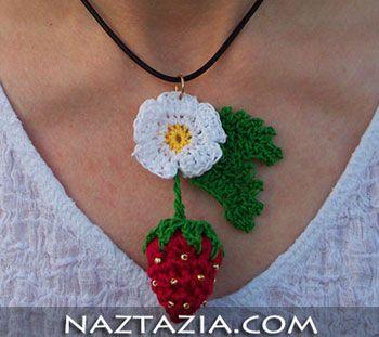 Crochet strawberry pendant necklace - FREE PATTERN Een gehaakte aardbei als hanger aan je ketting - gratis patroon