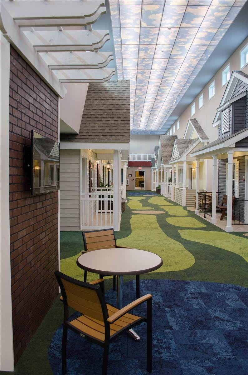 Cet homme a d cid de transformer des chambres de maison de soins en petites maisons de quartier - Maison jardin assisted living avignon ...