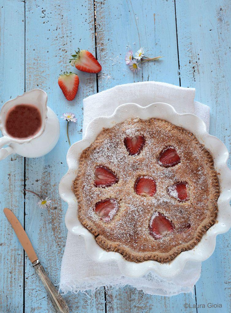 Essenza di Vaniglia: Torta di farro con crema frangipane e fragole