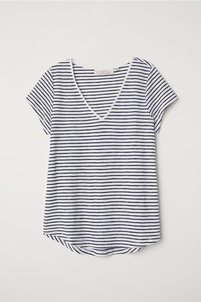 T shirt med V udskæring | V neck t shirt, Blue stripes, V neck