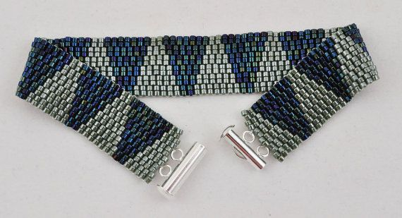 Avocado Green and Navy Blue Small Peyote Bracelet, Beaded Bracelet, Peyote Stitch, Hand Woven Bracelet, Triangle Pattern, Silver Clasp