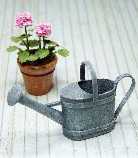 Arrosoir miniature | Arrosoir, Idée déco printemps et Miniature