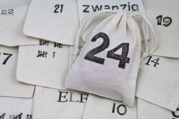 Adventskalender - Typo-Adventskalender 24 Stoffbeutel natur - ein Designerstück von nadelundfaden bei DaWanda