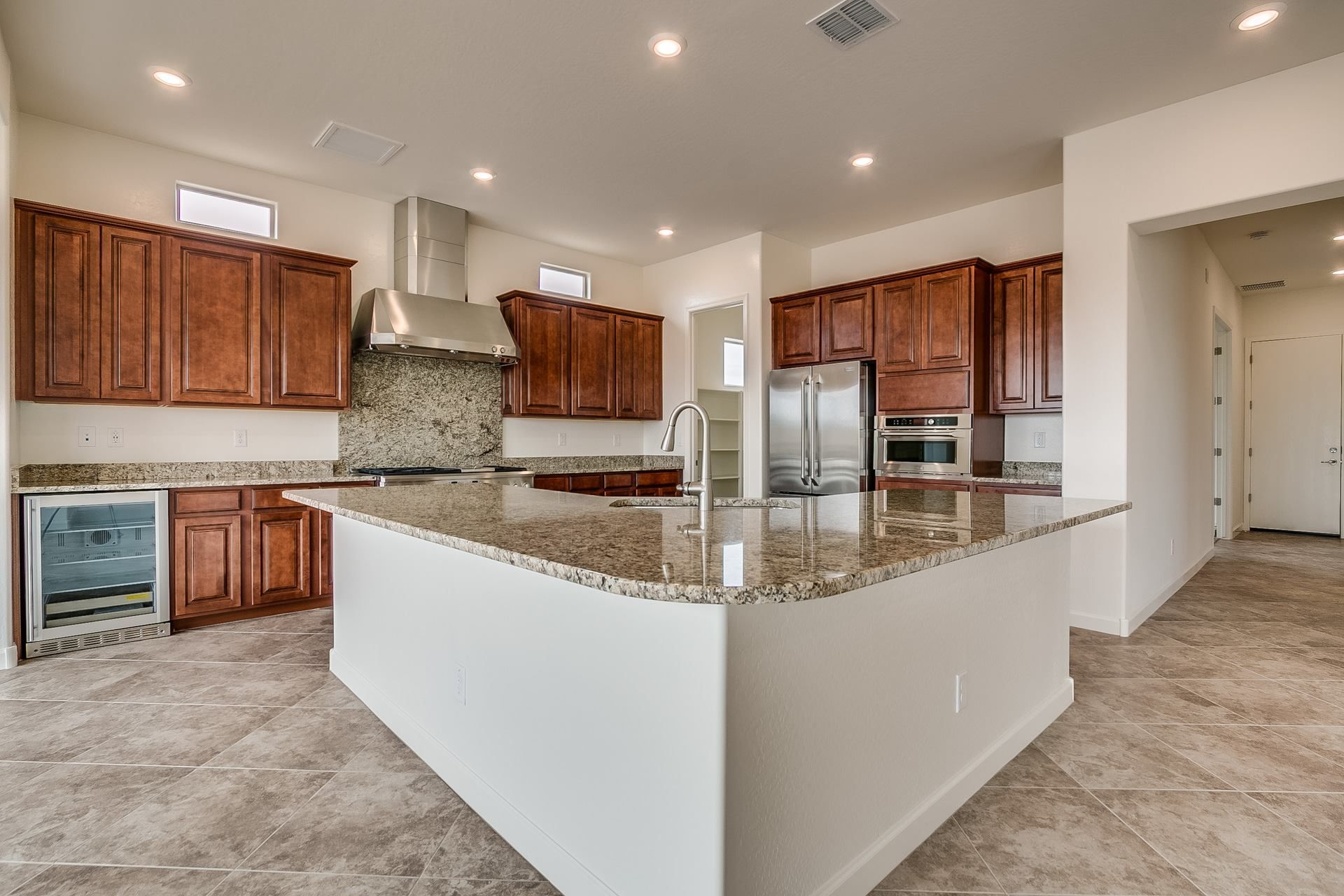 Do You Like The Shape Of The Island In This Kitchen Home Kitchen Layout Kitchen Remodel