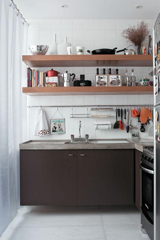 O apartamento pequeno foi repaginado à moda mineira Kitchens, Tiny