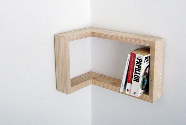 Framing Hylde på Corner.  Kreativt organiseret hjemmekontor øger dit humør og gøre dig mere produktiv.  http://hative.com/creative-home-office-organizing-ideas/