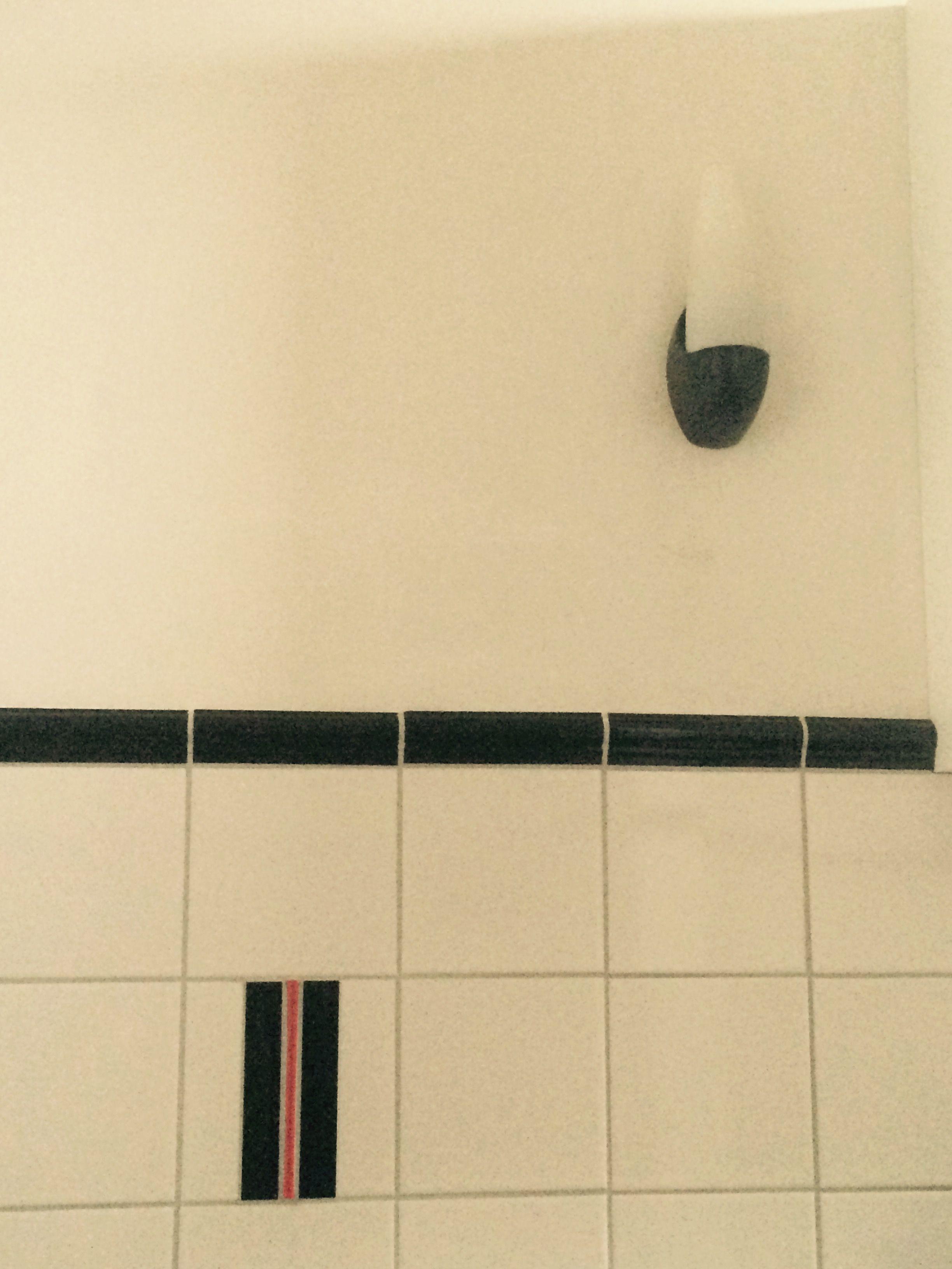 Onze nieuwe badkamer in jaren 30 stijl met bakelieten lampjes ...