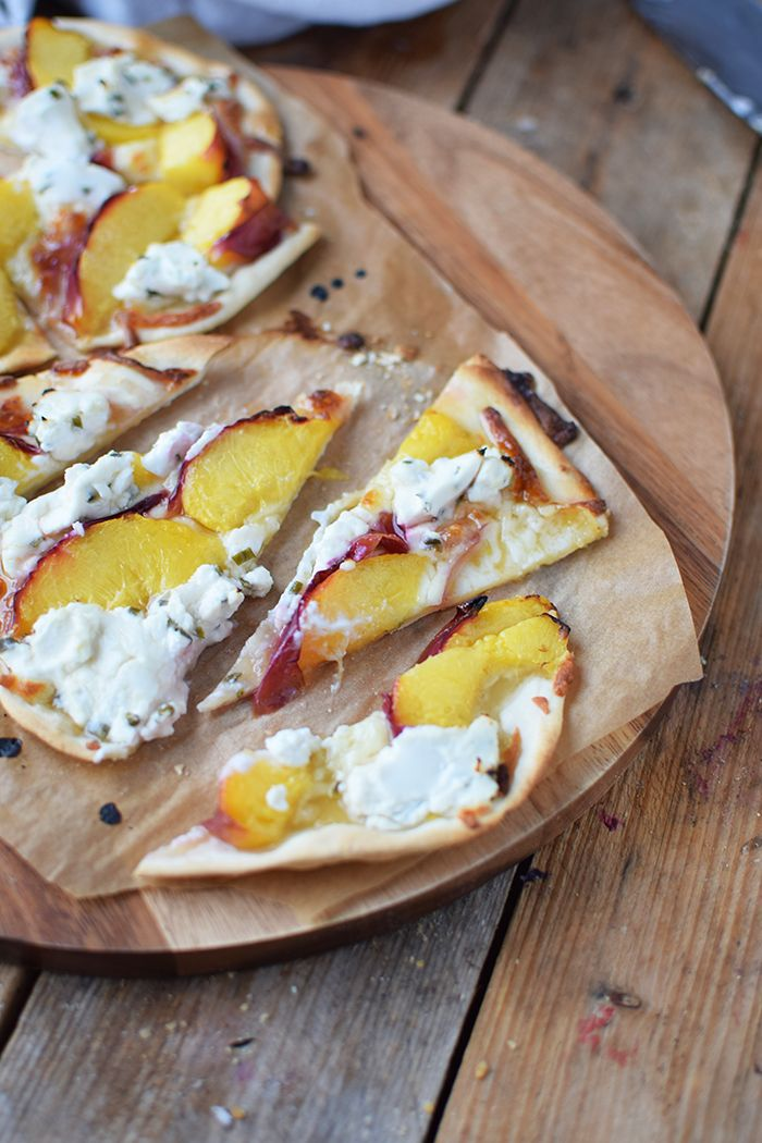 Flammkuchen mit Nektarinen Honig und Ziegenfrischkaese - Last Minute Tarte Flambée with Nectarines Goats Cheese and honey #grilledsteakmarinades