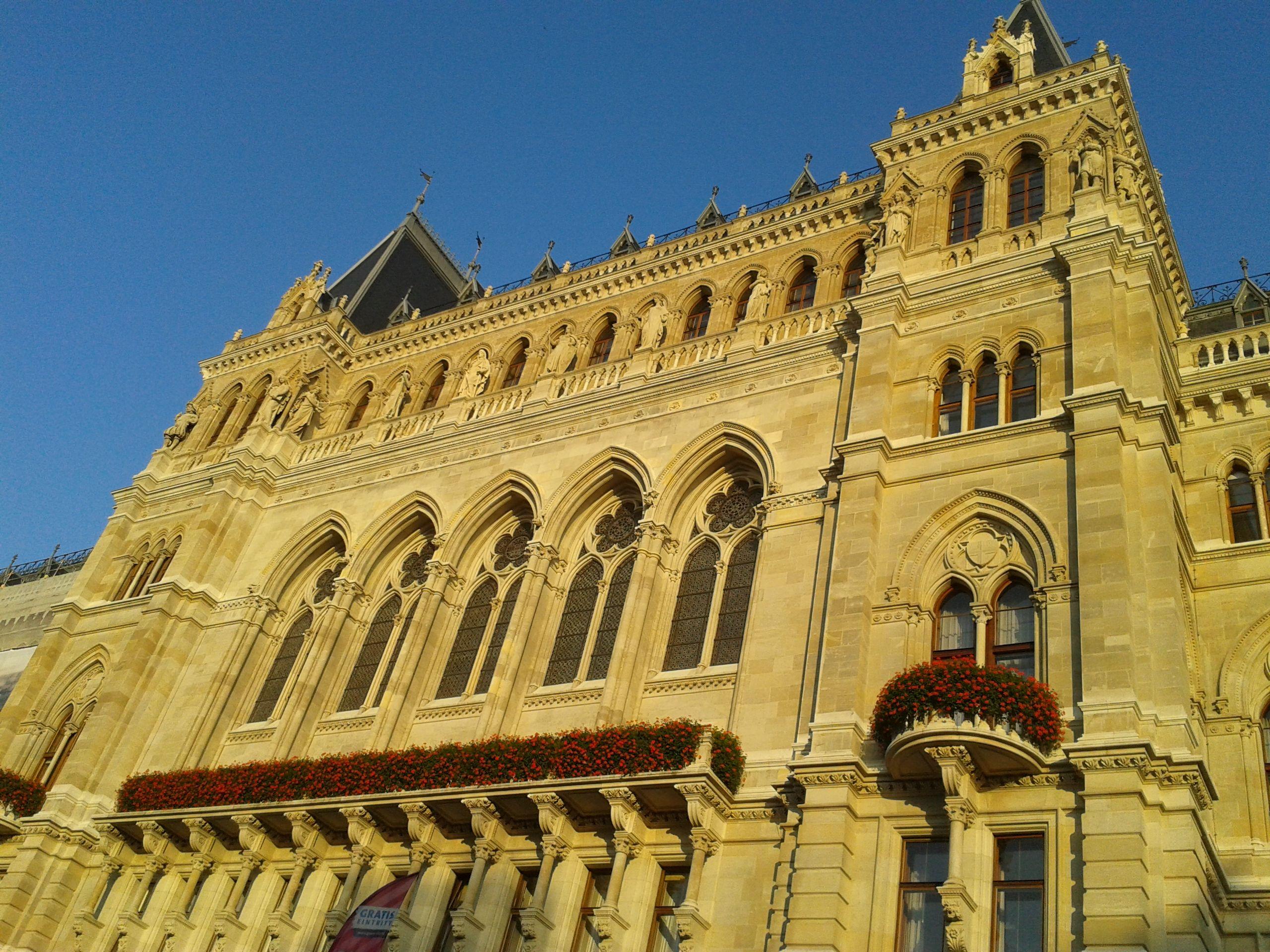 Das Rathaus in Wien. City Hall of Vienna near our Language Institute.
