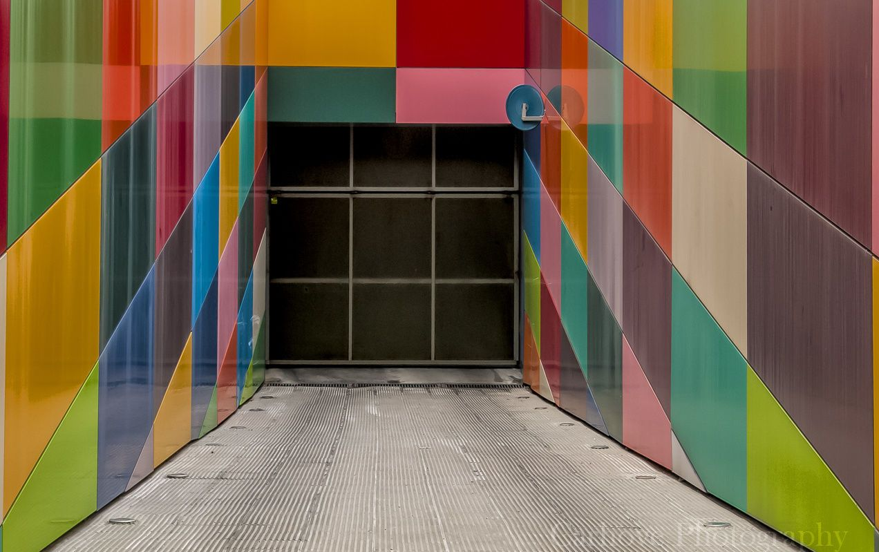Street Photography : Aparcando colores... by Carhovel https://t.co/aRTRhhbMXd | #streets #photography #photos #500  #photography