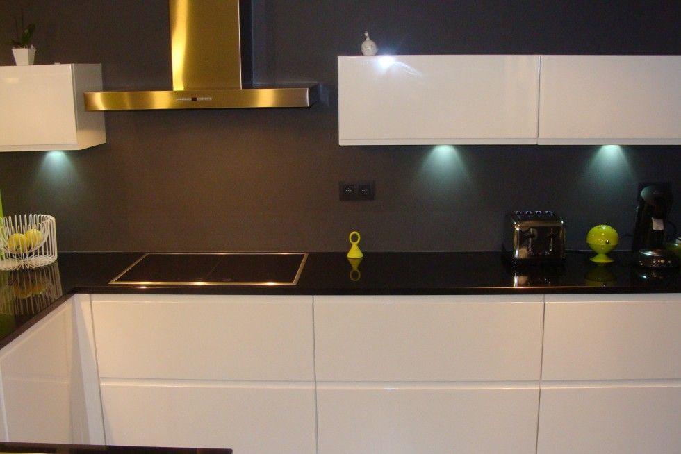cuisine laqu e blanche plan de travail granit noir cuisine pinterest kitchens