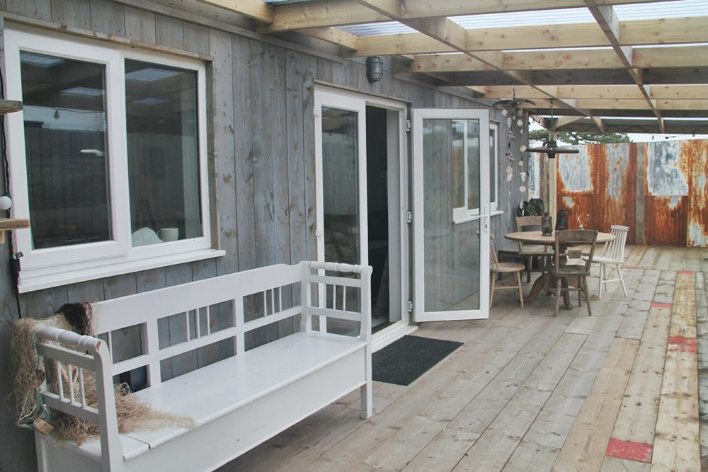 Covered outdoor area cabin cornwall holiday holidaylet