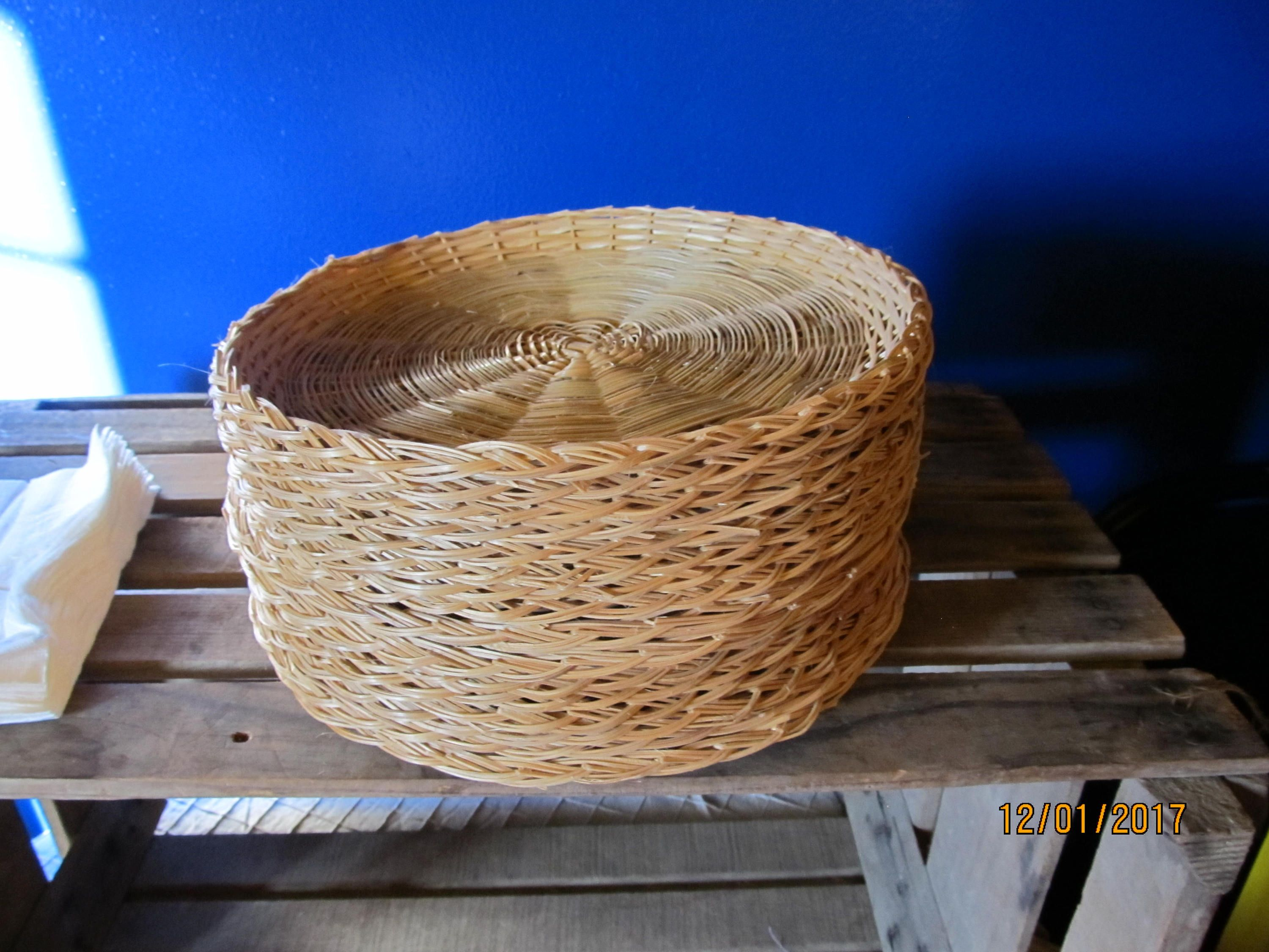 Set of 16 Mint Condition Wicker Straw Rattan Paper Plate Holders 9 1/2  & Set of 16 Mint Condition Wicker Straw Rattan Paper Plate Holders 9 1 ...