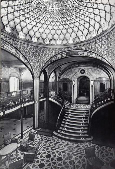 Unknown Photographer, The first-class grand staircase aboard the SS Paris (ocean liner)