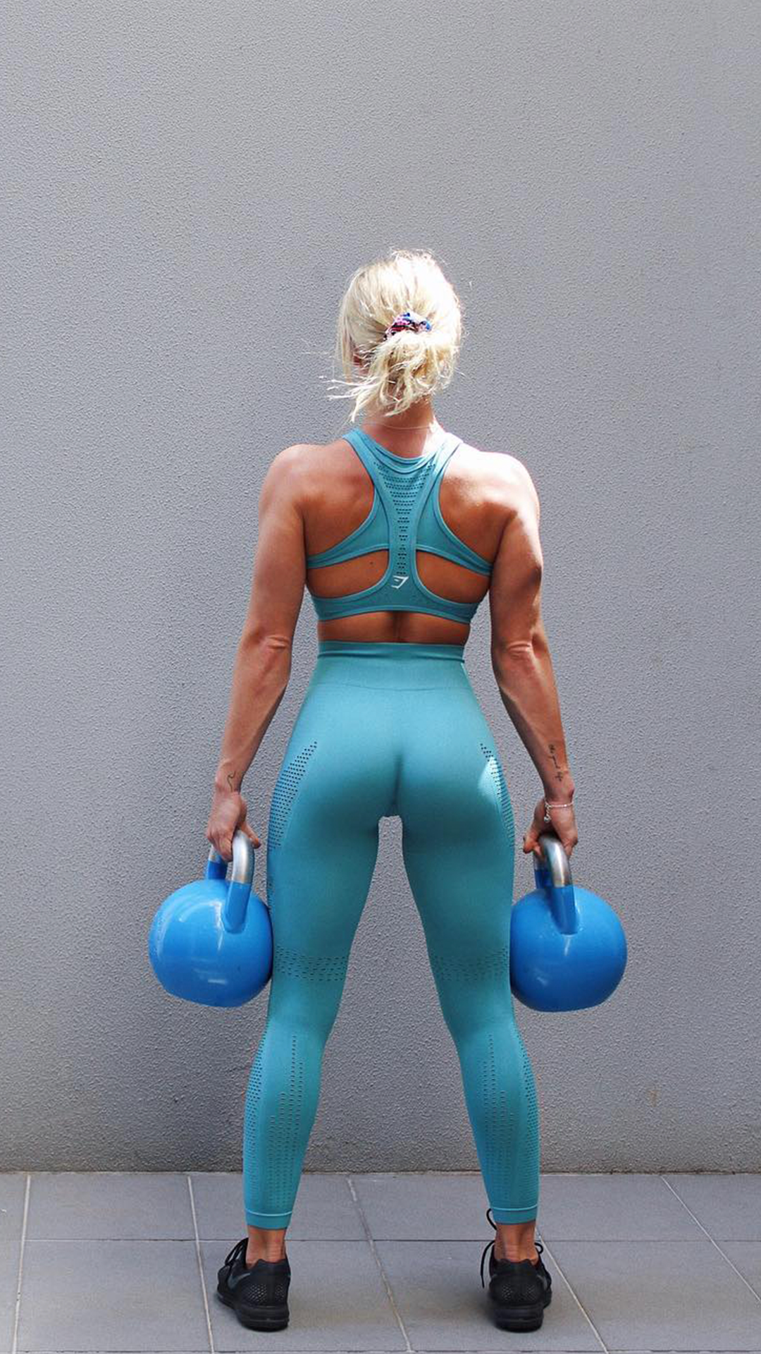 448abdbf6f3ca6 Morgan Moroney matches it up with the Sea Blue Flawless Knit collection to  match her kettlebells! #Gymshark #Gym #Sweat #Train #Perform #Seamless  #Exercise ...