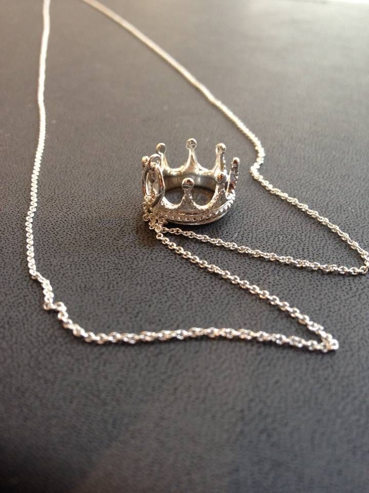 13fd99c3a8d74 Tiffany & Co. crown necklace. HOLY CRAP, want!!!!   Style   Tiffany ...
