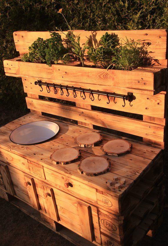 Photo of Ähnliche Artikel wie Kinder-Matschküche / Spielküche / Mud Kitchen aus Paletten gefertigt für junge Küchenchefs – 100% kunststofffrei!!! auf Etsy