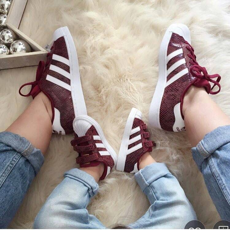 Posada Provisional guía  Cute idea to match with my mini me.adidas,matching superstars so adorable  mother and daughter | Adidas kids, Nike shoes cheap, Kids fashion