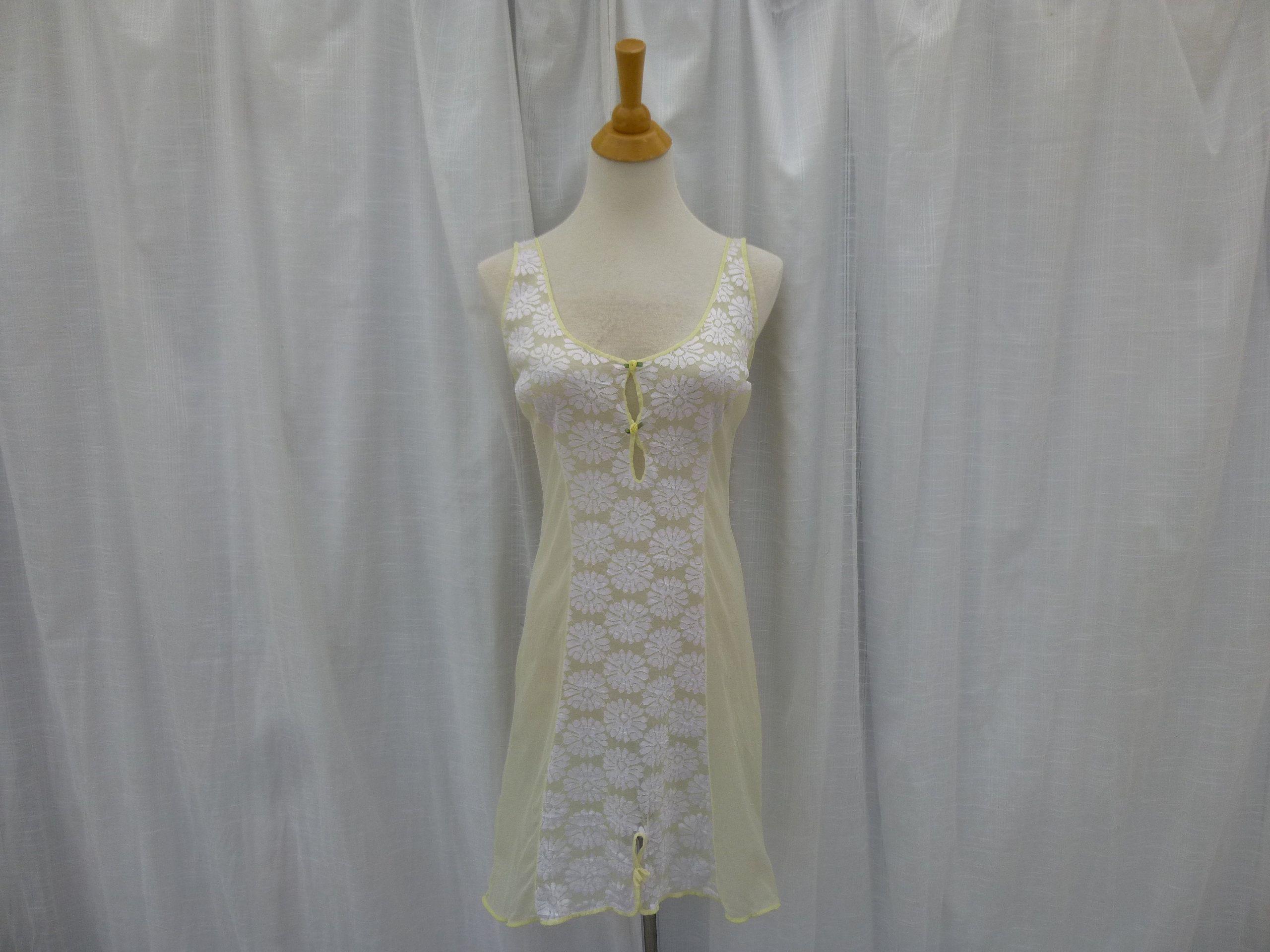 70s Vanity Fair FULL SLIP Size 40 or a L Large Antique White