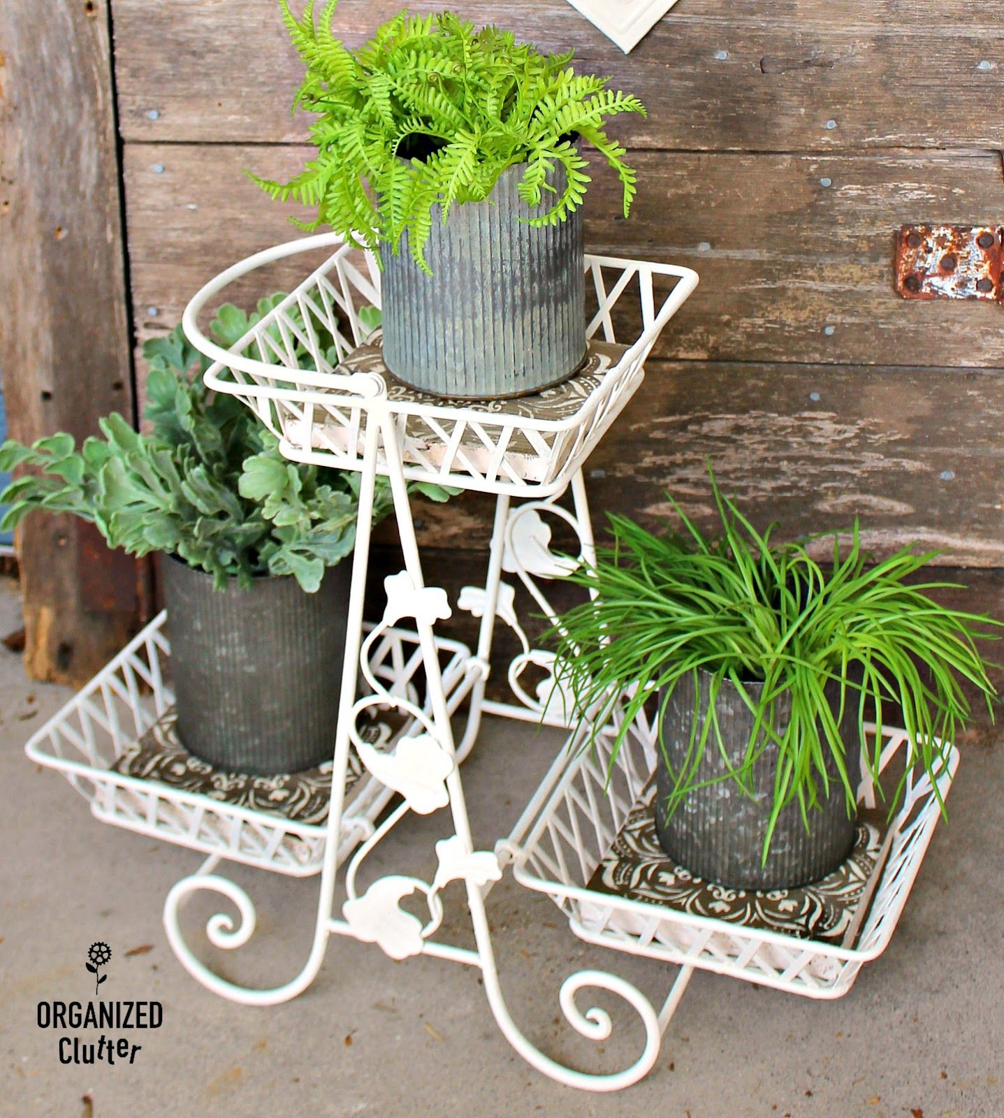 Upcycled Midcentury Metal Plant Stand (con imágenes