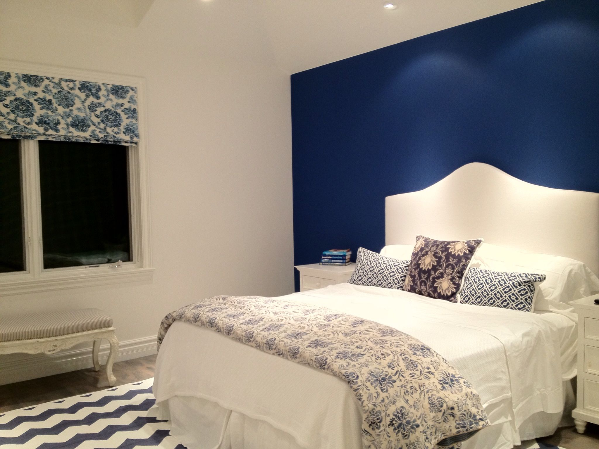 love the blue against the white bedbedding  blue bedroom