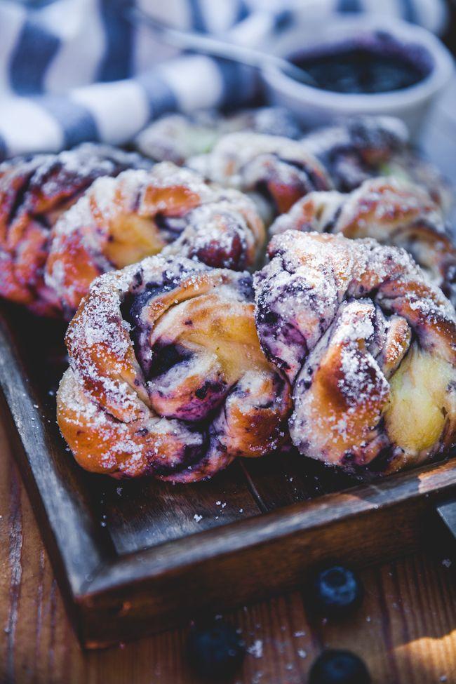 bullar med blåbär och vaniljkräm