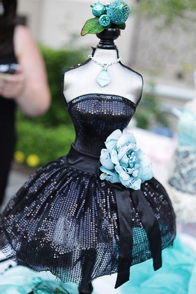 saw this black sequined dressform at hobby lobby. it's much prettier