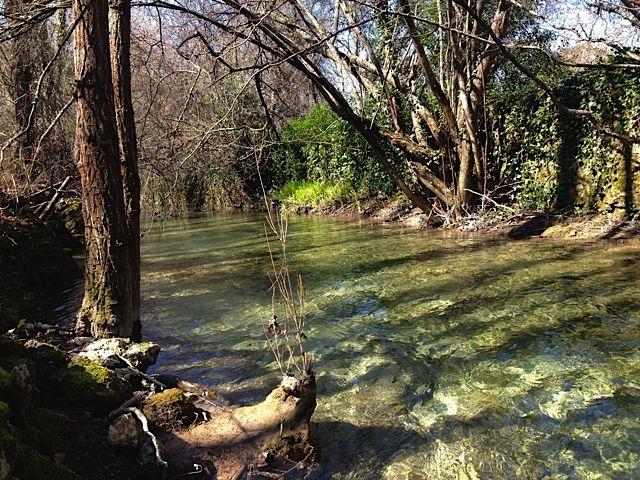 Sendero de la Hoz del río Húecar.  Al final del sendero que vamos a describir termine en un pueblo con un nombre tan sugerente como el de Molinos de Papel,...