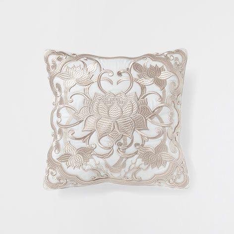 lotus flower embroidered cushion   kanada, zara home und zuhause - Kinderzimmer Gestalten Wohnaccessoires Zara Home