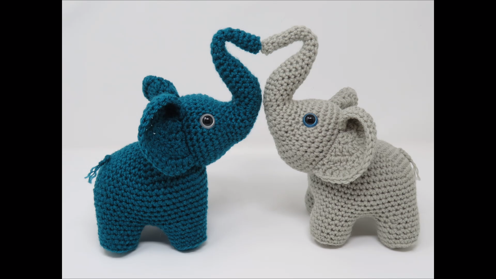 Elephants in Love, free amigurumi crochet pattern, complete video tutorial and written pattern
