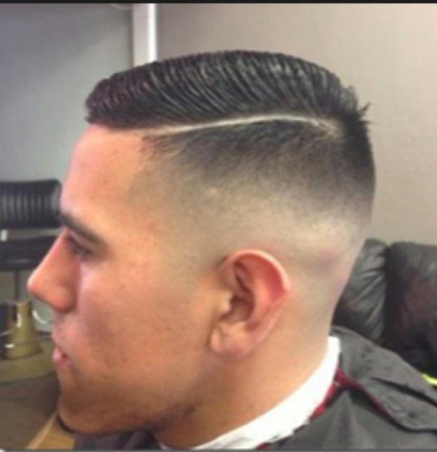 Hunderte Junge Menschen Tragen Gerade Diesen Haarschnitt Doch Keiner Kennt Seine Wahre Bedeutung Mit Bildern Haarschnitt Manner Frisuren Haarschnitt