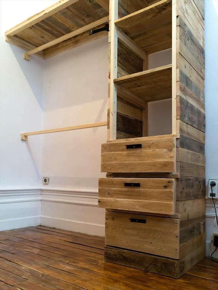 Diy pallet corner closet or cupboard 101 pallet ideas for Ideas con tarimas de madera