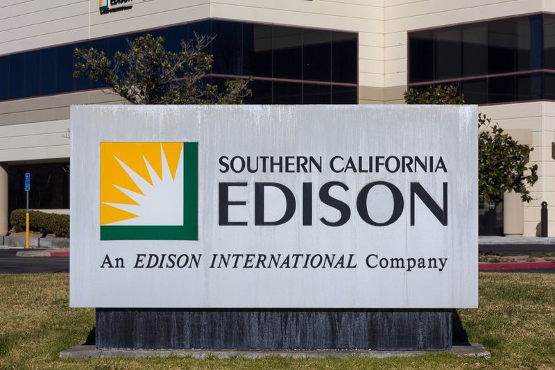 Scattered Sce Power Outages Reported On Thanksgiving Power Outage Rainy Weather Southern California