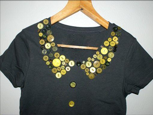 Customizar camisetas con botones es una forma súper divertida de darles un  aire nuevo a tu ropa. Vemos tres propuestas diferentes. 9c611e2060215