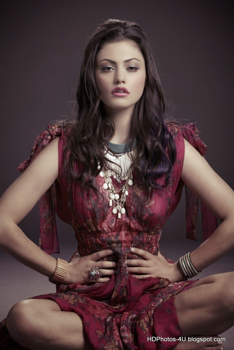 Australian Actress Phoebe Tonkin Hd Photos Wallpapers Hd