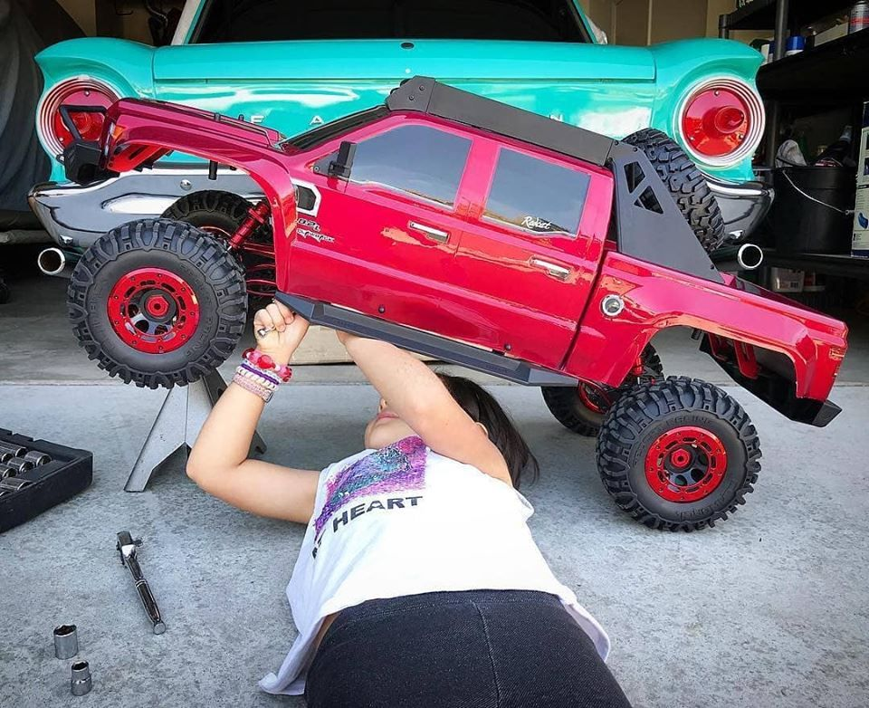 The Redcat 1 5th Scale Clawback Crawler Is Massive Crawlers Redcat Racing Rc Trucks