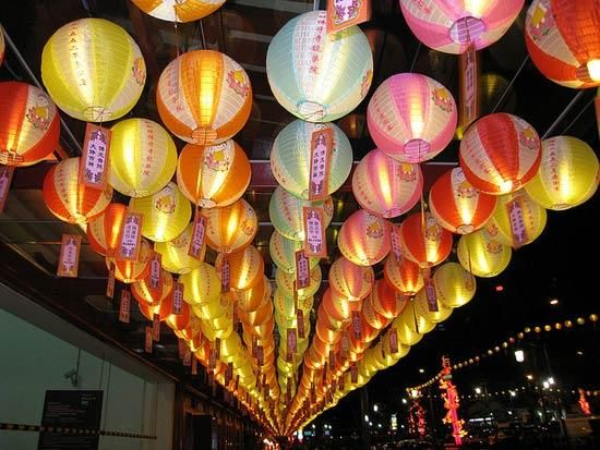 c7002a325 Mid-Autumn Festival celebrations in Singapore's Chinatown   Mid ...