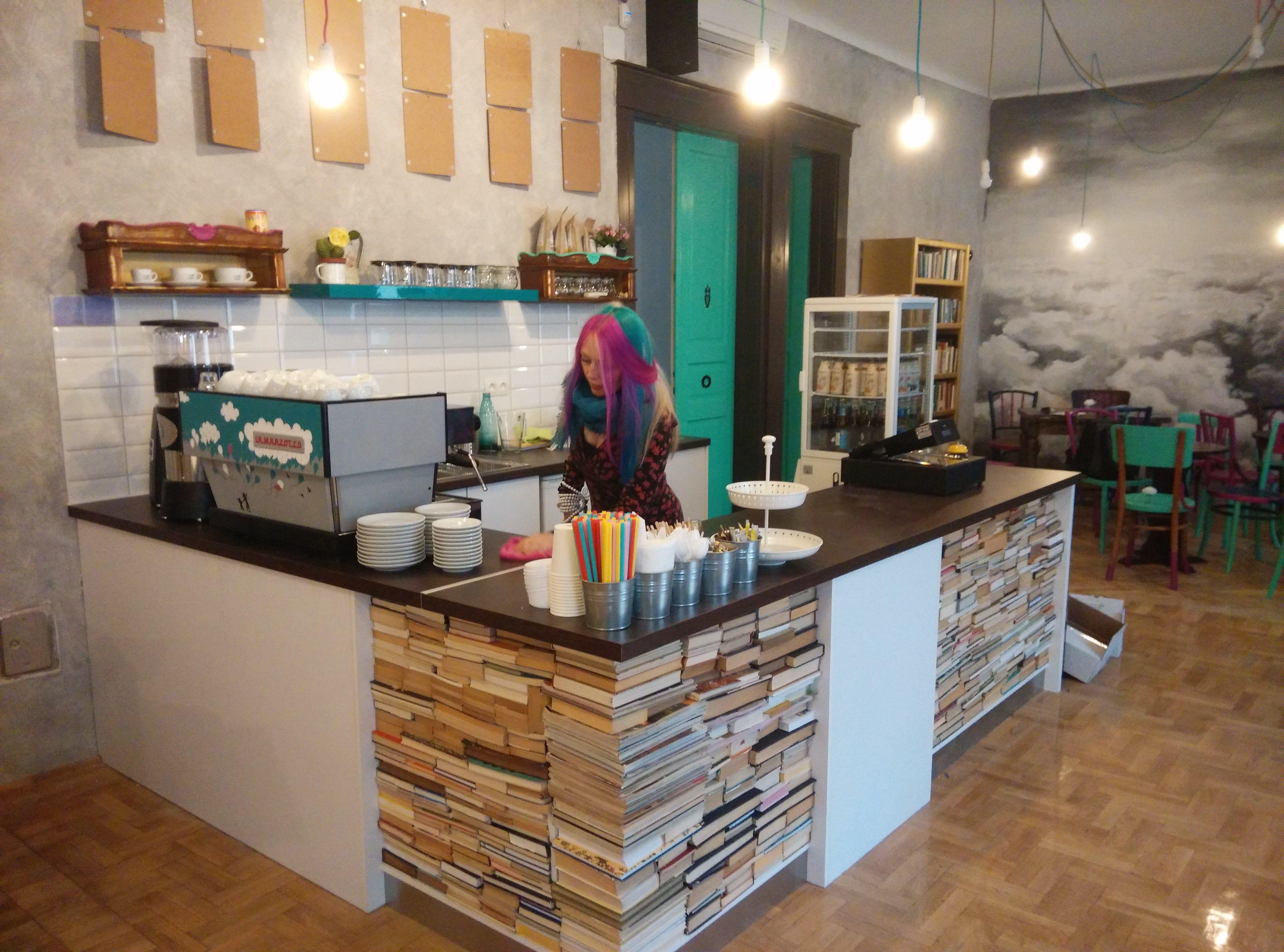 la nube speciality coffee shop. book counter. la nube café, tapas