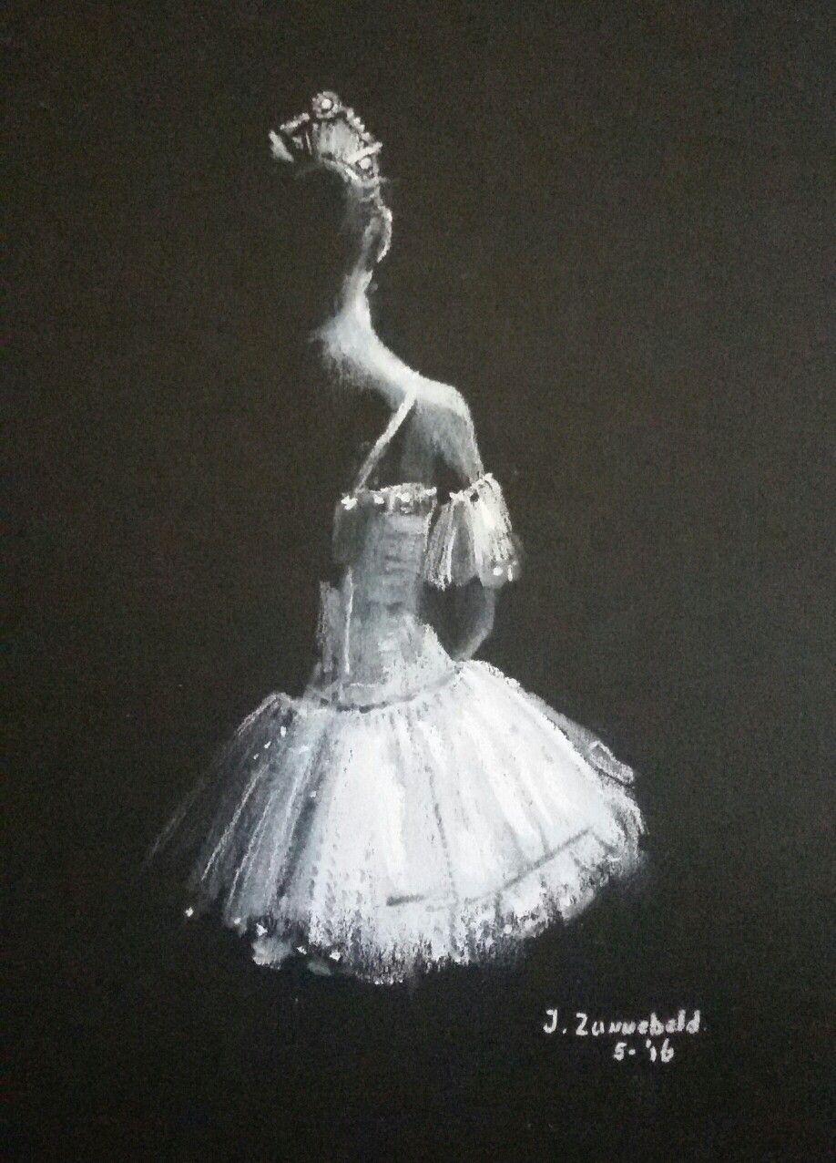 Deze balerina gemaakt.. Wit softpastel krijt op zwart papier...