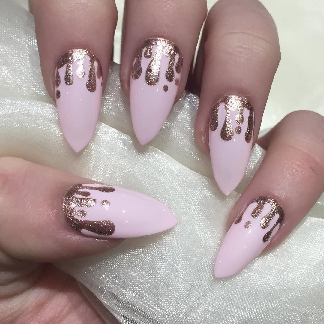 Pink And Rose Gold Drip Nails With Images Paznokcie Zelowe