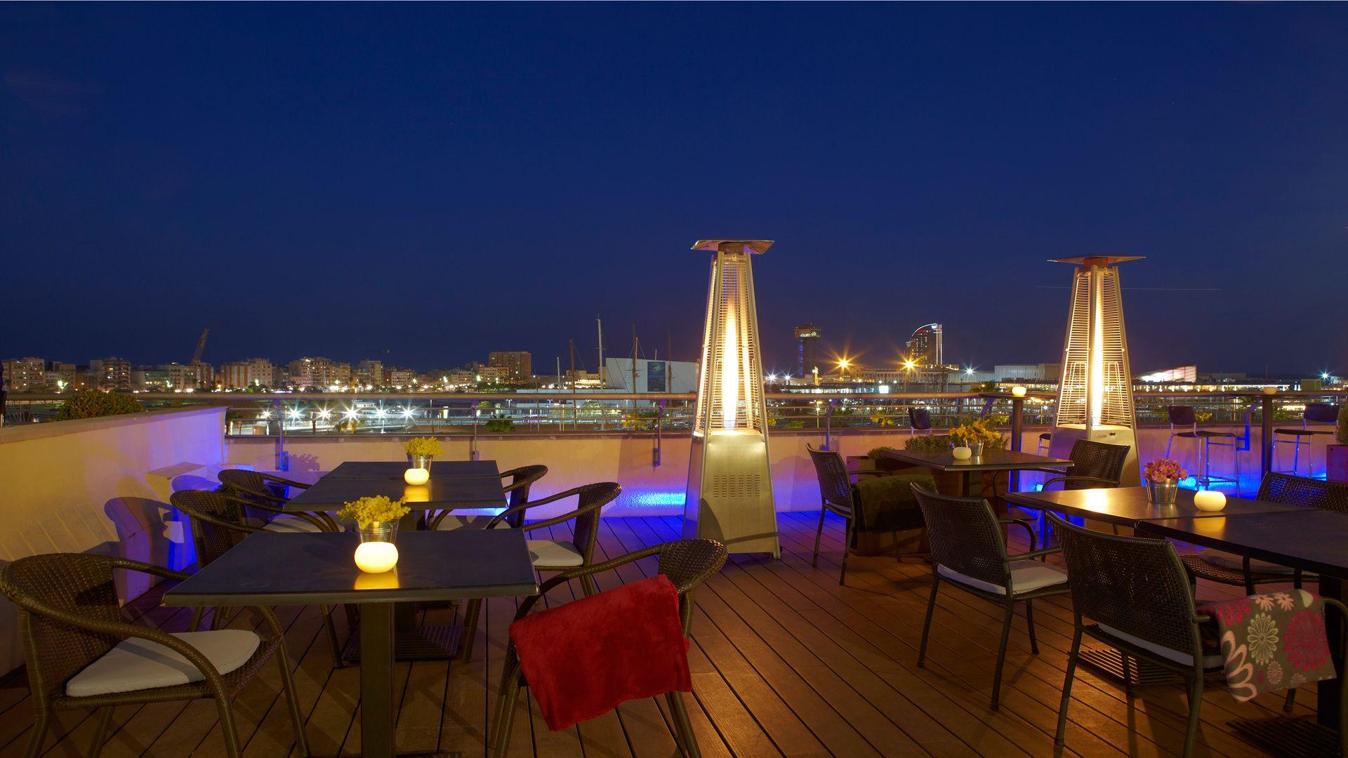 Terraza De Hotel En Barcelona Con Unas Vistas Espectaculares