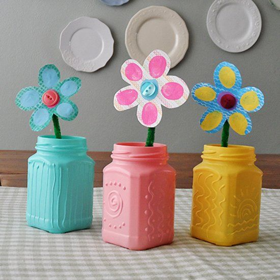 Turn ordinary jelly jars into pretty spring vases with some three dimension designs.
