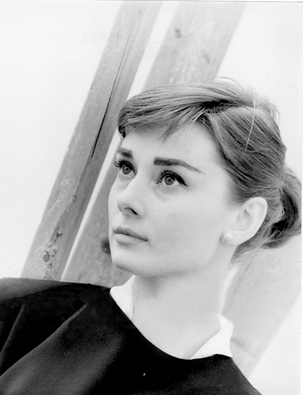 Audrey photographed by Per-Olow Anderson,1955.png
