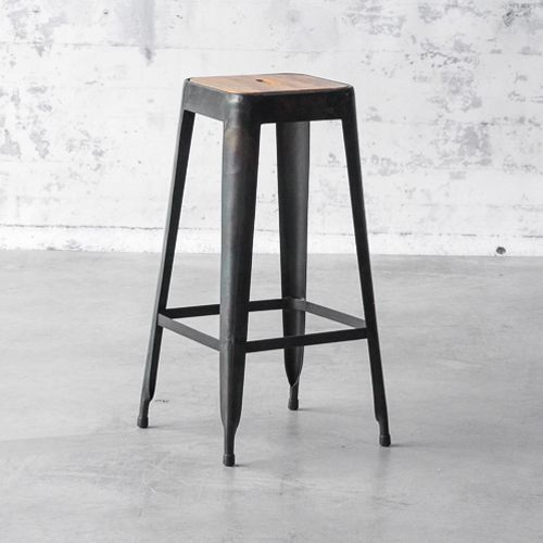 tabouret de bar en acier anthracite avec assise en bois. Black Bedroom Furniture Sets. Home Design Ideas