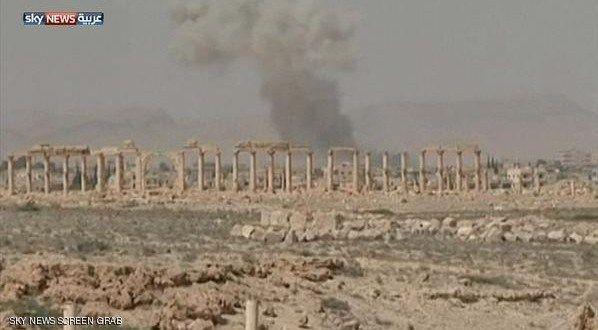 طيران الأسد يجبر سكان تدمر والقريتين على النزوح