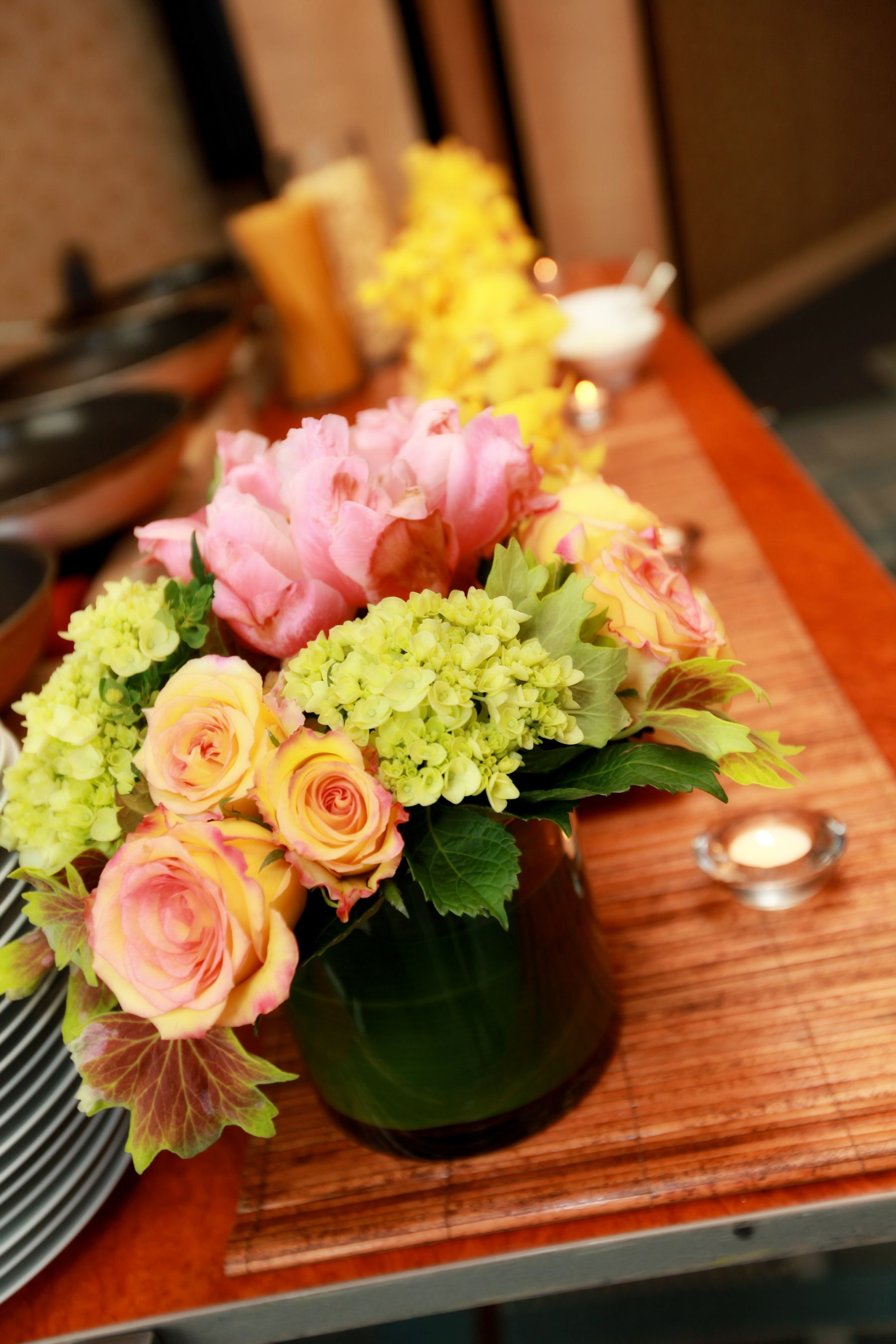 Rehearsal dinner floral arrangement wedding ideas for Dinner table flower arrangements