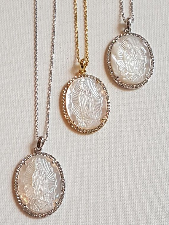 25a59fab067b Collar Virgen de Guadalupe. Colgante Nácar y Swarovski. Lady Guadalupe  Necklace. Religious Chain