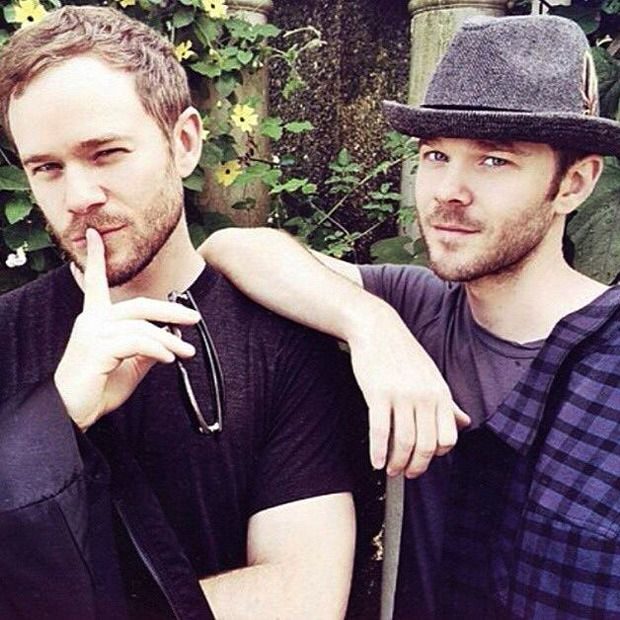 ralatantis Here are my twin cuties, Aaron and Shawn Ashmore. They ...