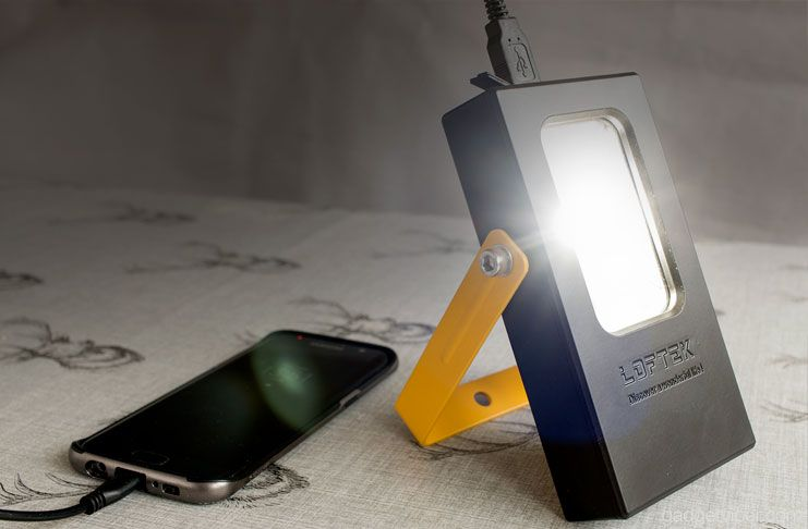 A 15W compact and portable flood light with a 650-lumen brightness and featuring a built-in waterproof 6600mAh power bank to charge your mobile devices.