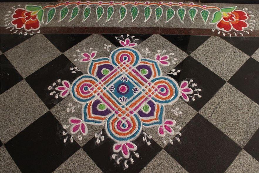 Beautiful border rangoli designs rangoli pinterest for Door rangoli design images new